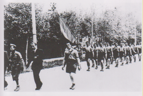 sfilata di partigiani a Treviso dopo la liberazione